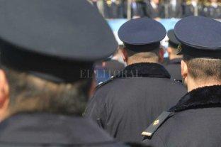 Policías en actividad podrán ser funcionarios políticos -  -
