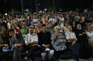 """""""Paz"""", el pedido de cientos de santafesinos en plaza de Mayo"""