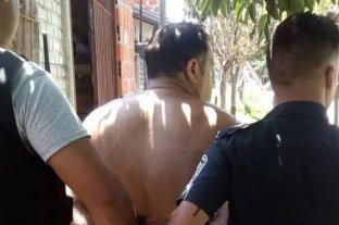 Insólito: Un hombre tenía cautiva a su suegra de 83 años - Así se llevaban preso al hombre -