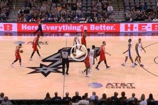 En Spurs-Raptors, uno de los primeros homenajes a Kobe -  -