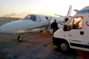 Una nena electrodependiente fue trasladada a su casa en avión sanitario 3 años después de recibir el alta