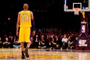 Dallas retiró el dorsal 24 en homenaje a Kobe Bryant