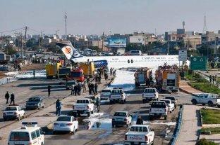Avión iraní se despistó y terminó en una avenida