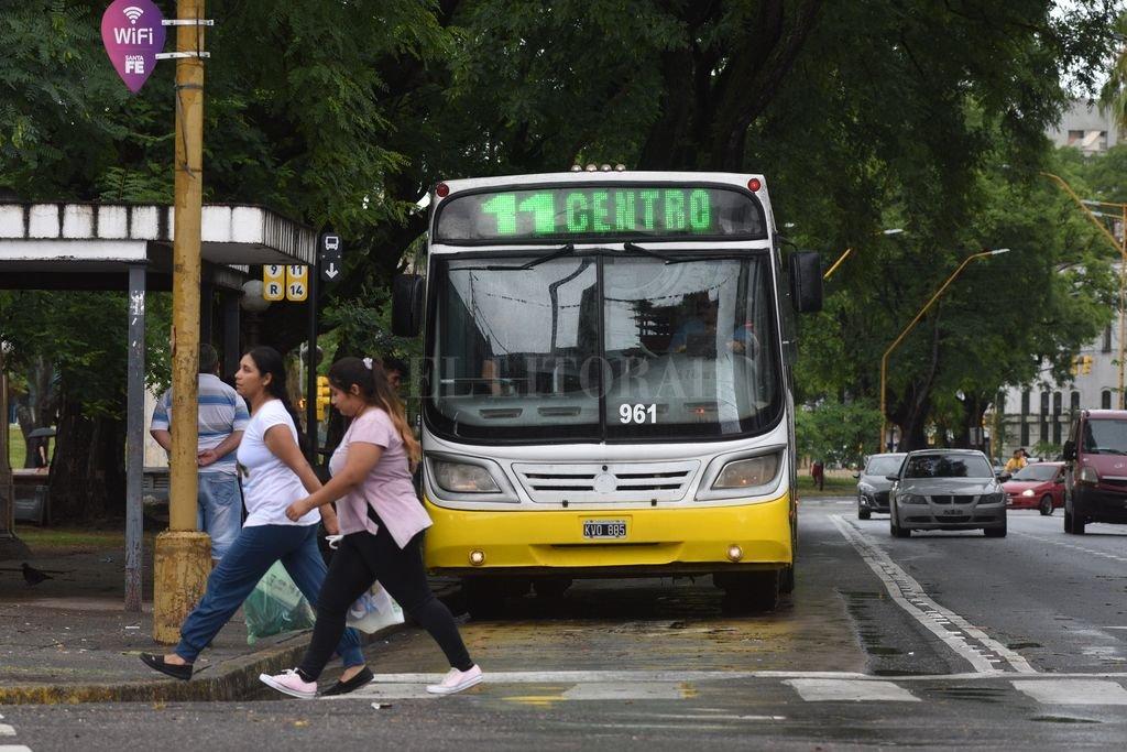 """Colectivos en emergencia: Santa Fe recibirá un 12% menos de subsidios - Si los subsidios no llegan en breve, """"es casi inevitable la situación de paro"""", reconoció Lucas Crivelli, el subsecretario de Transporte municipal. -"""