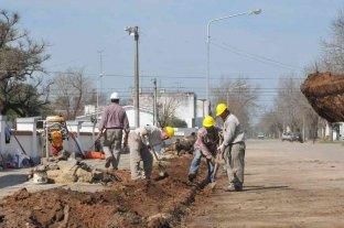 Avanzan las gestiones por obras de bacheo y ampliación de red cloacal