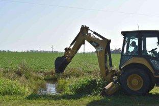La comuna refuerza la limpieza de canales en la zona rural