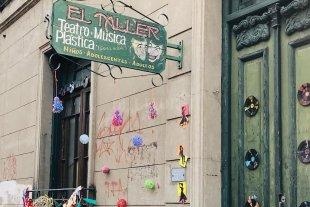 """""""Este espacio es el punto de partida de muchos artistas""""  - Ubicada en pleno centro de la ciudad, la sala cultural ofrece al público una posibilidad más de acercamiento con lo artistas santafesinos. -"""