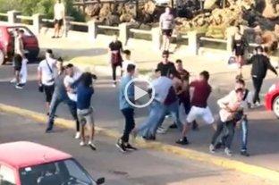 Video: pelea entre jóvenes argentinos y uruguayos a la salida de un boliche en Piriápolis -  -