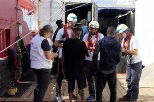 Italia autoriza el desembarco de más de 400 migrantes en el puerto de Taranto