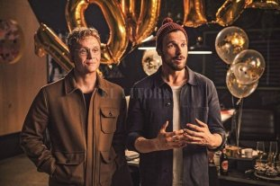 """Cine Bajo las Estrellas: """"100 cosas"""" - Dos mejores amigos, Toni y Paul, deciden renunciar a todas sus pertenencias durante 100 días, e ir recibiéndolas de vuelta de una en una, cada día.  -"""
