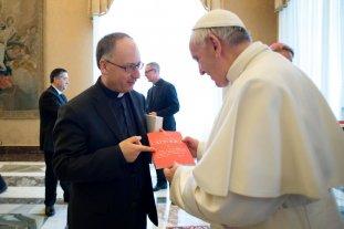 """Un sacerdote cercano al papa Francisco critica el """"plan de paz"""" de Trump para Medio Oriente"""