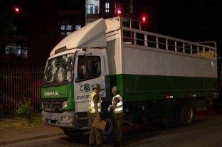 Un hincha de Colo Colo falleció tras ser embestido por un camión de Carabineros