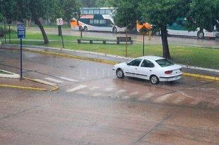 Fuerte lluvia se desató en la ciudad de Santa Fe -  -