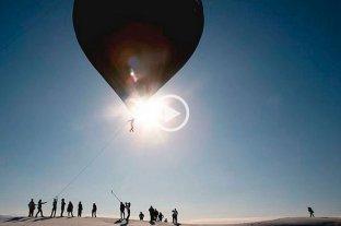 """Tomás Saraceno y BTS logran el primer vuelo """"solar"""" mundial en Salinas Grandes"""