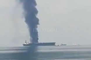 Explotó un petrolero panameño frente a la costa de los Emiratos Árabes