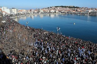 Inmigración ilegal: Grecia quiere instalar una barrera flotante en el Egeo