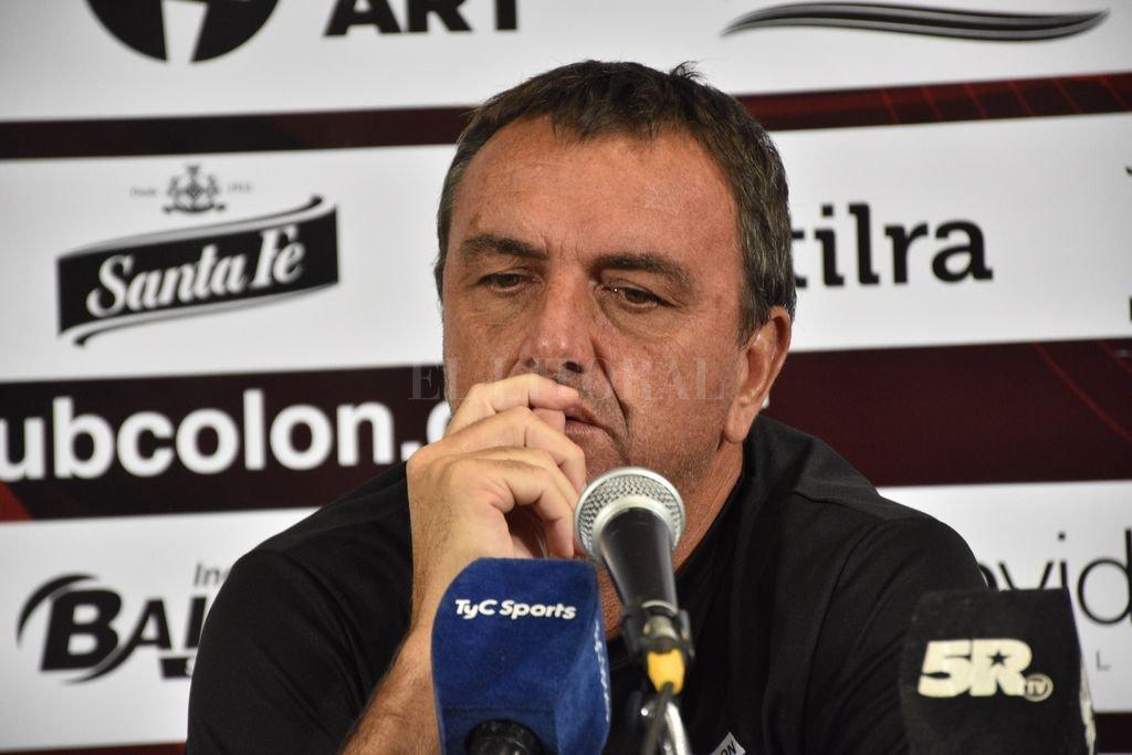 Diego Osella hizo una radiografía del rival del domingo y confirmó que habrá cambios arriba y en el medio. <strong>Foto:</strong> Manuel Fabatía