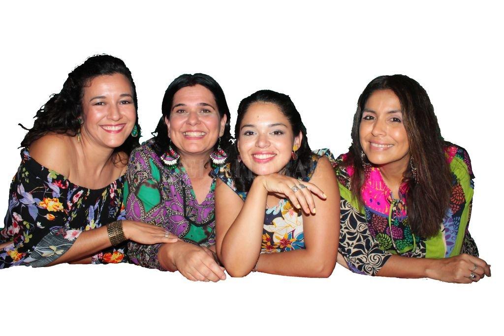 Gicela Ribeiro, Natalia Pérez, Ana Luz Blanco y Patricia Gómez, representantes santafesinas en la plaza Próspero Molina. Crédito: Gentileza producción