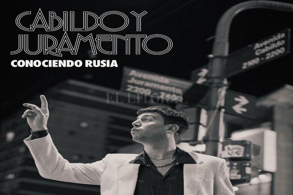 Sujatovich retratado en la portada del segundo álbum, en la esquina porteña que le da nombre. Crédito: Gentileza producción