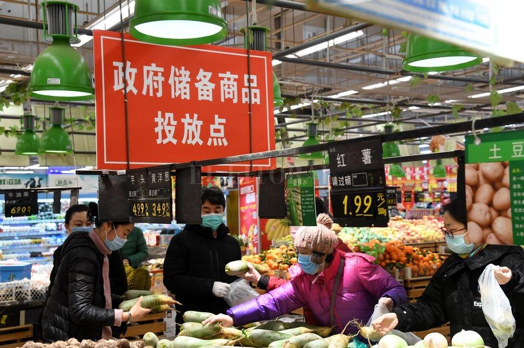 """Sombras chinescas que no son divertidas llegan del oriental país. El """"Coronavirus"""" es una realidad que se va escribiendo minuto a minuto, con muerte y fotos de chinitos con barbijo. Crédito: Agencia Xinhua"""