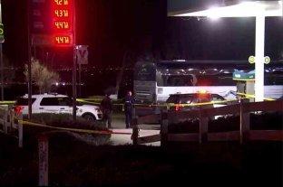 Al menos un muerto y cinco heridos dejó un tiroteo a un autobús en California