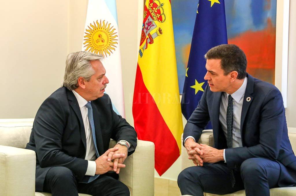 Fernández y Sánchez cultivan una amistad desde hace años. El socialista prestó su apoyo a la Argentina.  <strong>Foto:</strong> Gentileza.