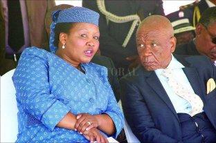 Lesoto: por el crimen de la anterior esposa del Premier acusan a su actual pareja