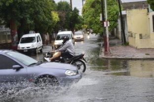 Al menos 12 familias evacuadas por las intensas lluvias en Córdoba