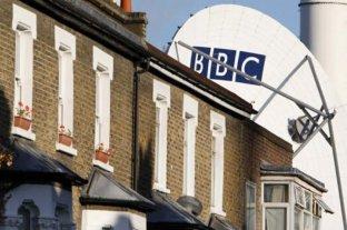 Gobierno británico eliminará el impuesto que pagan sus ciudadanos para financiar la BBC
