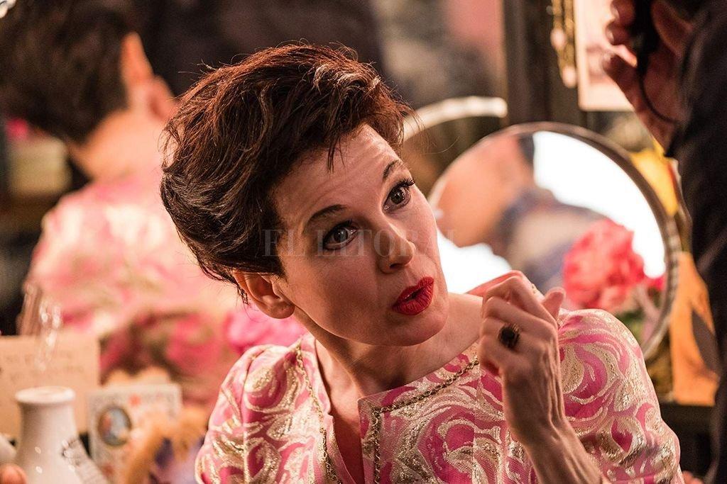 La actriz Renée Zellweger está nominada al Oscar por encarnar a Judy Garland.  <strong>Foto:</strong> BBC Films / Calamity Films / Pathé / 20th Century Fox