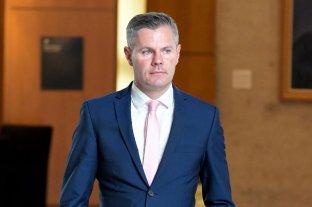 Ministro de Finanzas escocés renuncia tras revelarse haber acoso a un menor en las redes