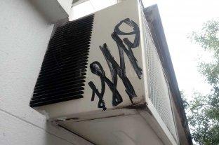 Vecinos de barrio Santa Lucía preocupados por pintadas en viviendas