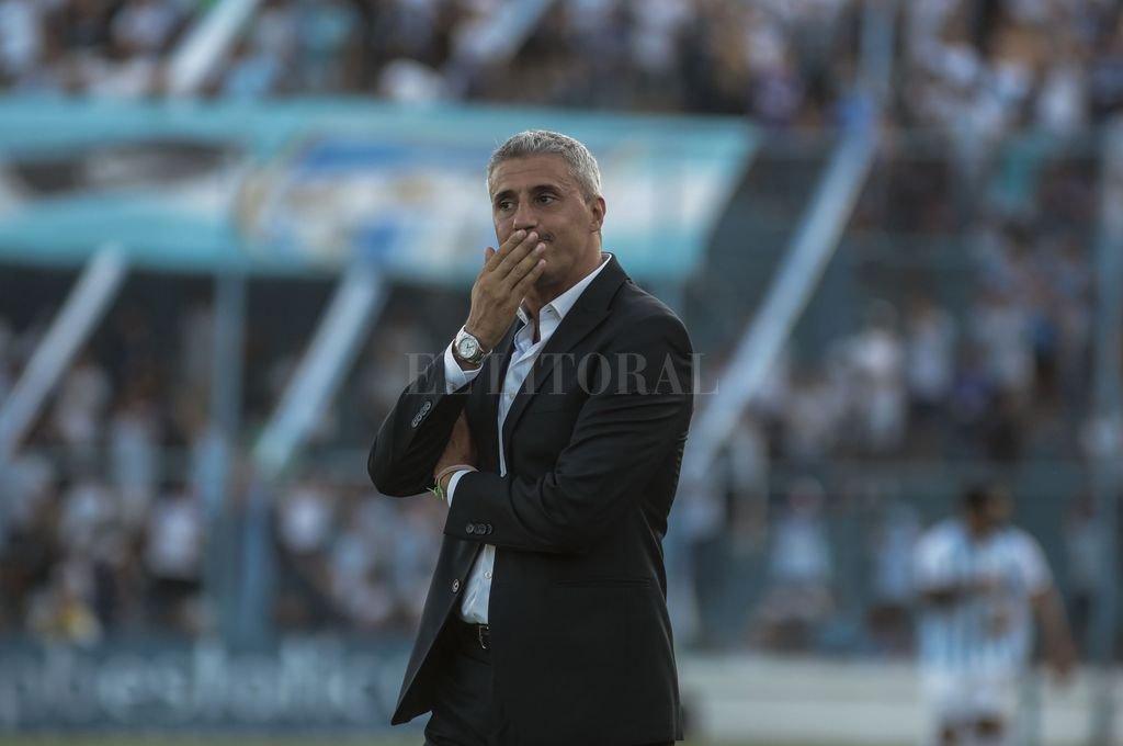 """""""Como técnico, yo hubiese jugado con los dos, conmigo y con Batistuta"""", dijo Hernán Crespo, el entrenador del Halcón a propósito de aquella famosa polémica de principios de siglo. Crédito: El Litoral"""