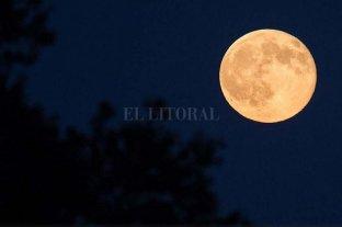 """Este domingo se verá una """"super luna"""""""