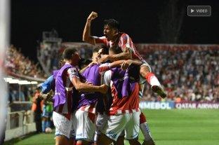 Unión goleó a Atlético Mineiro en el 15 de Abril