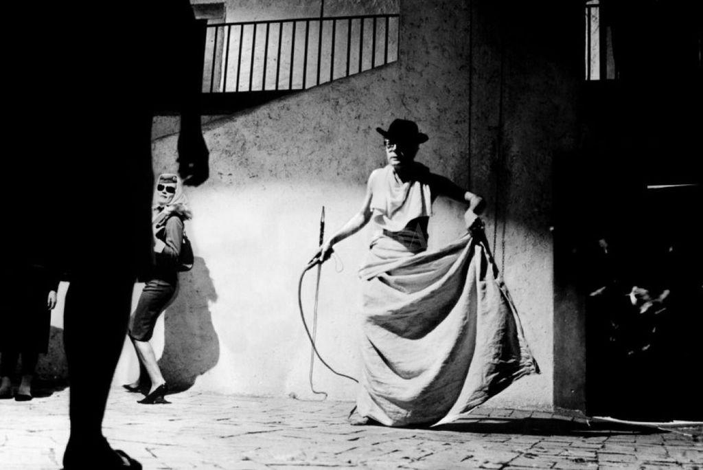 """Marcello Mastroianni en una de las escenas más emblemáticas de """"Ocho y medio"""".  Crédito: Cineriz / Francinex"""