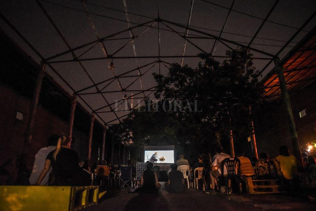 En verano, el patio del Mercado Progreso se transforma en una gran sala de cine a cielo abierto <strong>Foto:</strong> Gentileza Municipalidad de Santa Fe