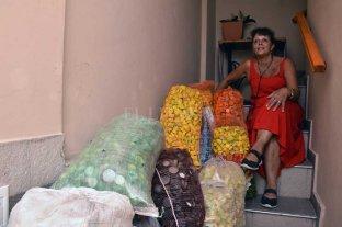 Abuela todo terreno: junta tapitas para que se investigue una enfermedad