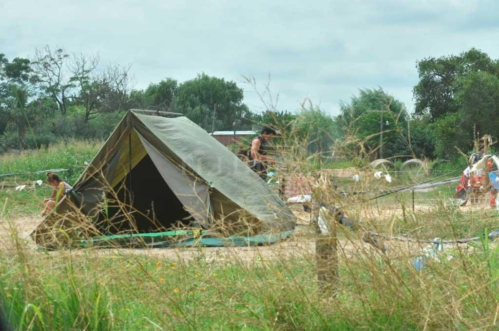 Vecinos denunciaron que se lleva a cabo un asentamiento ilegal en ese predio <br /> <strong>Foto:</strong> Mauricio Garín