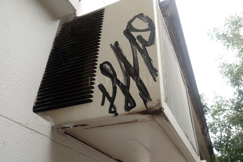La pintada observada en un aire acondicionado Crédito: Gentileza