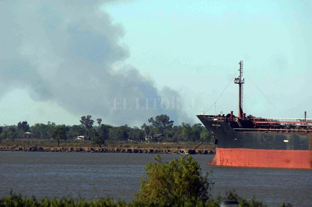 La imagen corresponde a 2008, hasta ahora el incendio más importante registrado allí. Se estima que se quemó un 16 por ciento de toda la superficie del delta.  <strong>Foto:</strong> Archivo