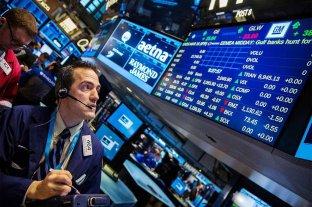 Reacción negativa de los mercados al reperfilamiento de deuda: cayeron los bonos y subió el riesgo país
