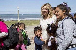 Fabiola Yañez acompañó a 200 chicos a conocer el mar