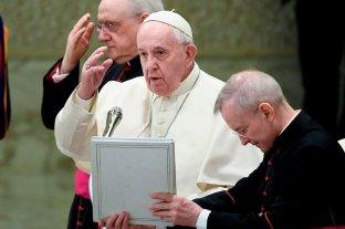 """Para el Vaticano la ordenación de hombres casados """"puede ser discutida en el futuro"""""""