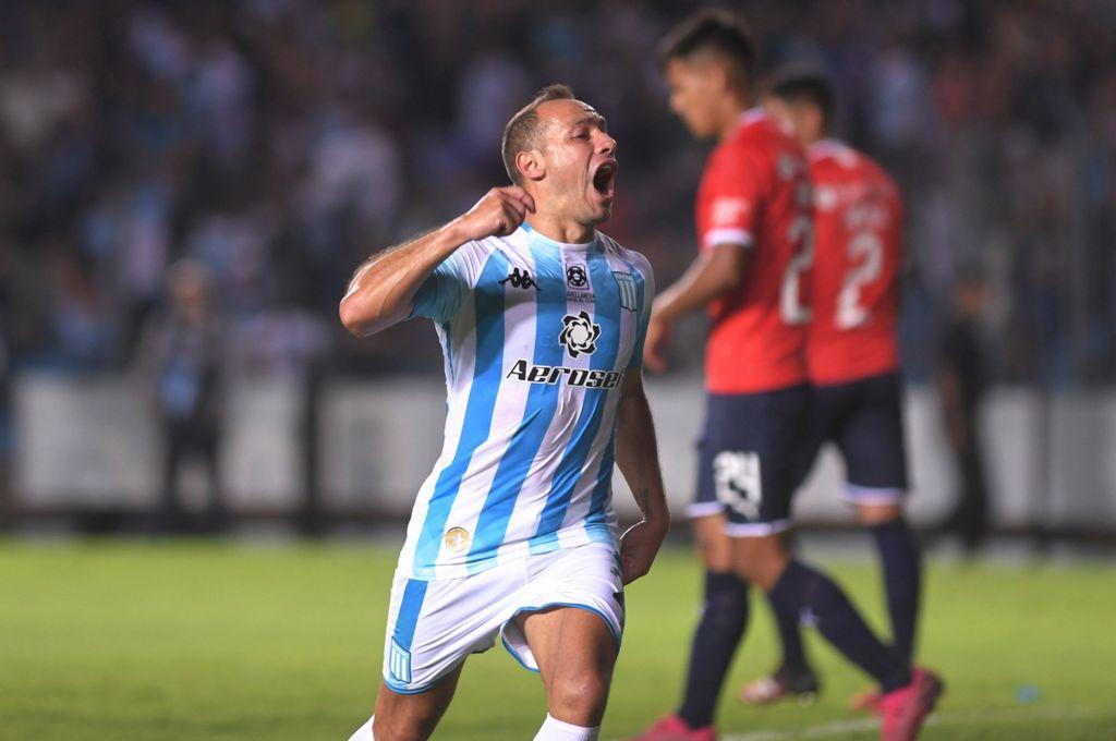 """Explotó el """"Cilindro"""". Con el gol ante Independiente, el """"Chelo"""" Díaz se convirtió en ídolo de Racing, que se quedó con el clásico cuando estaba jugando con dos hombres menos. <strong>Foto:</strong> Gentileza"""