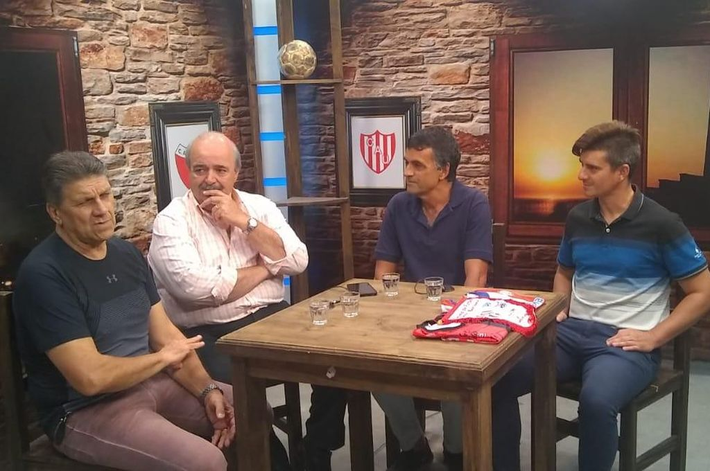 Gerardo Barisone y Mario Bucolini en la visita que efectuaron a Café con Fútbol. <strong>Foto:</strong> Leandro Pérez