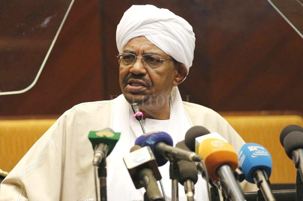 """Será juzgado. Omar al Bashir, ex presidente de Sudán. Fue el líder """"todopoderoso"""" de dicho país durante treinta años. Lo acusan, entre otras cosas, por la masacre de Darfur en 2003. Allí, según algunas fuentes, hizo matar a cientos de miles de personas.  <strong>Foto:</strong> AFP"""