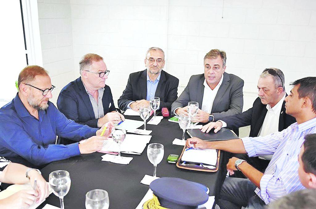 Autoridades locales, departamental y provinciales formaron parte del encuentro. <strong>Foto:</strong> Prensa Mun. de Rafaela