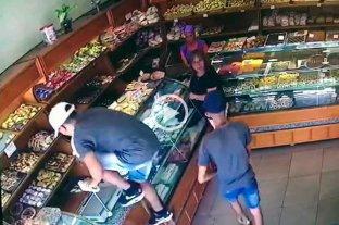 En un minuto roban una panadería de barrio Candioti