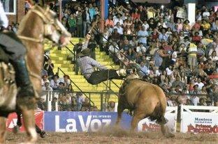 El jinete aplastado por su caballo en el Festival de Jesús María despertó tras un mes en coma